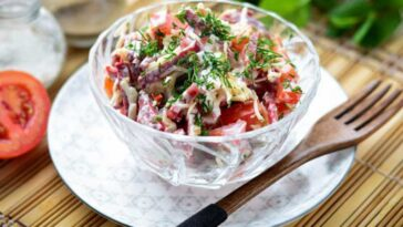 Грузинский салат с колбасой