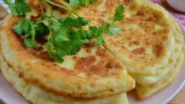 Хачапури с сыром и творогом на сковороде
