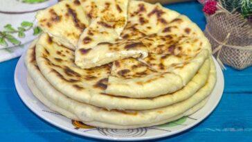 Хачапури с сыром на сковороде на кефире