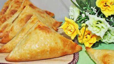 Хачапури с сыром и творогом из слоеного теста в духовке