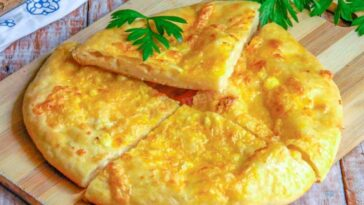Ленивые хачапури с сыром на сковороде с кефиром