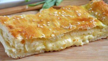 Пирог из слоеного теста с сыром сулугуни