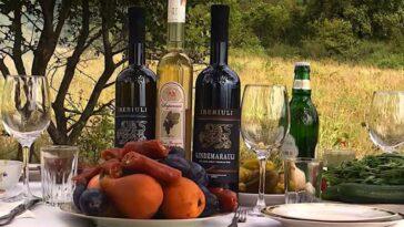 С чем пить красное полусладкое вино Киндзмараули